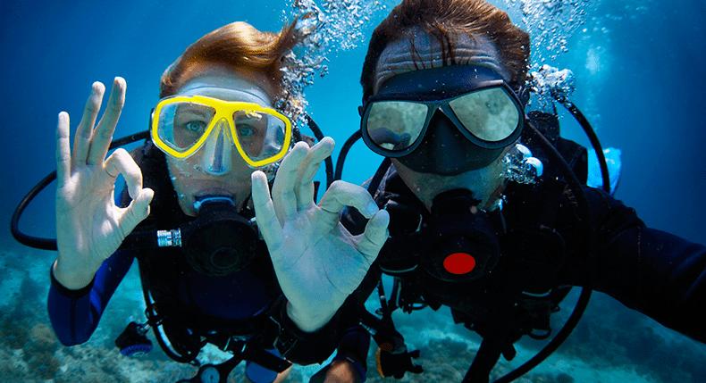 Como convencer seus amigos a virarem companheiros de mergulho